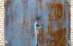 Подготовка металлических ворот к покраске